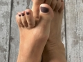 Bare foot with Mauve nail vanish